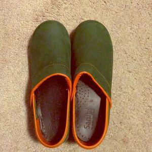 Sanita green clogs